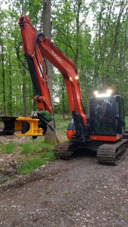 8 tonne 'Treedig' with tree shear