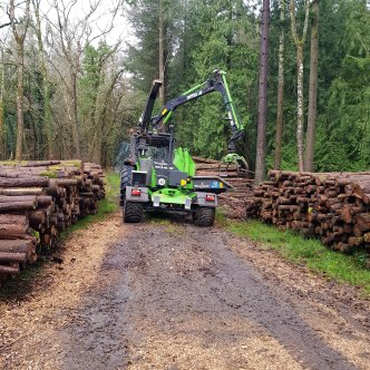 Heizohack chipper contract chipping on site at a local estate